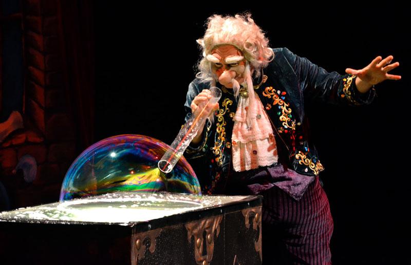picture TAJEMSTVÍ BUBLINY ŠTĚSTÍ, Divadlo mýdlových bublin