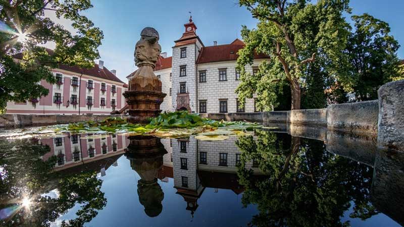 picture Státní zámek Třeboň, Velké nádvoří